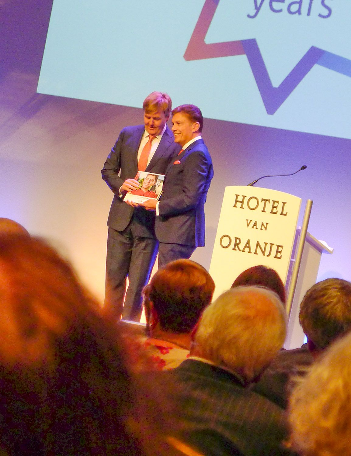 """Audience with the king: Willem-Alexander, the king of the Netherlands, receives the book """"Together on a Life-Saving Mission"""", cover picture by Stefan Nimmesgern."""